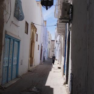 Struinen door de medina van Kairouan.JPG