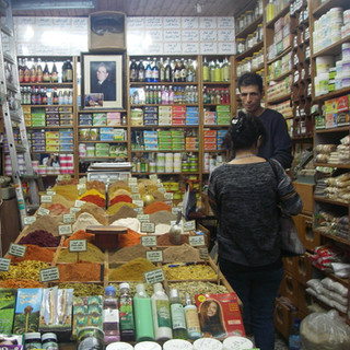 Kruidenier in de souq van Jeruzalem.JPG
