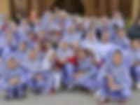 Met de schoolklas op de foto in Iran - Saffraan Reizen