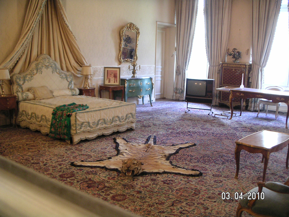Bedroom in Sabaydabad Palace