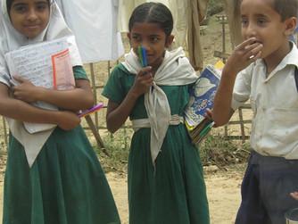 Koyu Yeşil ve Gülümseyen Yüzler: Huzurlu Bangladeş