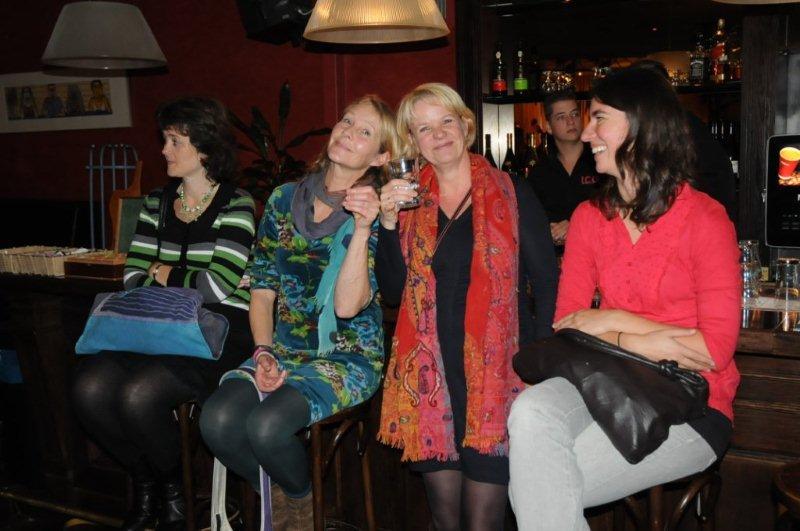 album01_Janita, Barbara en Ilsje proosten met Monique Verheugt van het ICO.jpg