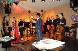 album01_De strijkersgroep werd gedirigeerd door Gijs Philip van Schaik.jpg