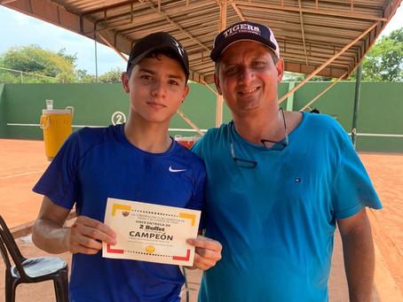Los Macias, ganadores del Torneo de integración de tenis.