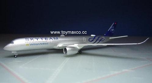 Vietnam Airlines A350-900 Sky Team VN-A897 1:500 HE532693