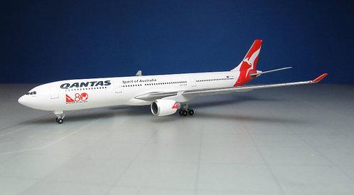 Qantas A330-300 VH-QPA 1:500 HE528672