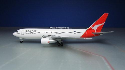 Qantas B767-200 VH-EAJ Wollongong 1:500 HE534383