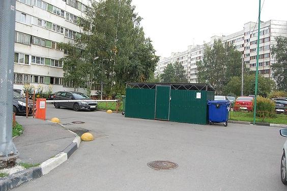 Контейнер для вторсырья и макулатуры расположен по адресу проспект Королёва, 21к1 в Приморском районе Санкт-Петербурга