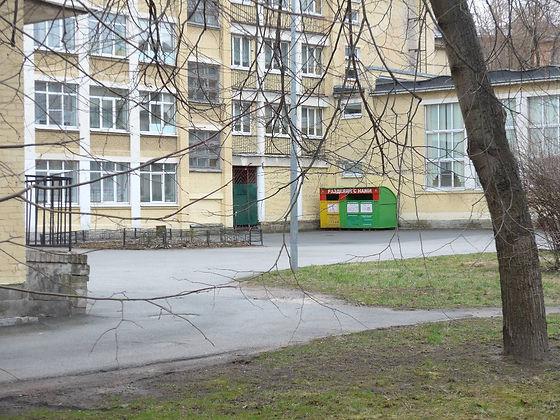 Контейнер для вторсырья и макулатуры расположен по адресу Перевозный переулок, 19к2 в Красногвардейском районе Санкт-Петербурга