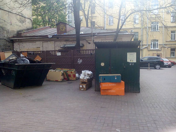 Контейнер для вторсырья и макулатуры расположен по адресу улица Восстания, 55 в Центральном районе Санкт-Петербурга