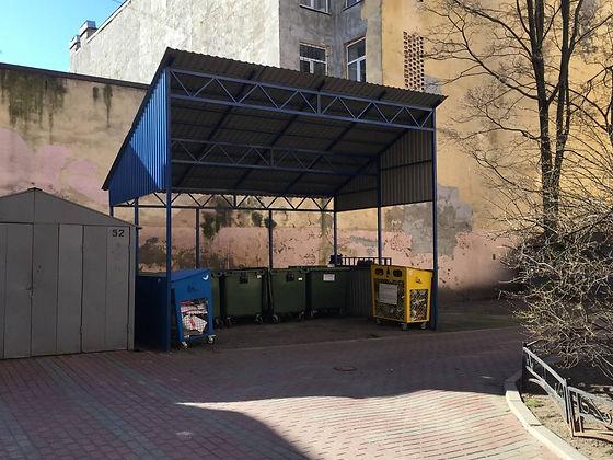 Контейнер для вторсырья и макулатуры расположен по адресу улица Ленина, 26 в Петроградском районе Санкт-Петербурга