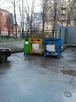 Контейнер для вторсырья и макулатуры расположен по адресу Троицкая площадь П. С., 1 в Петроградском районе Санкт-Петербурга