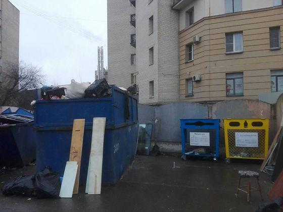 Контейнер для вторсырья и макулатуры расположен по адресу Каменноостровский проспект, 55 в Петроградском районе Санкт-Петербурга