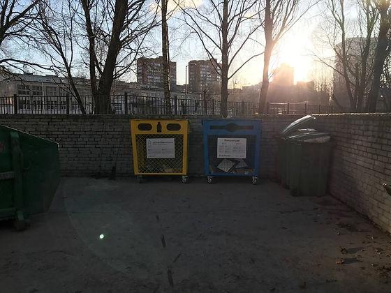 Контейнер для вторсырья и макулатуры расположен по адресу: улица Руднева, 5к1 в Выборгском районе Санкт-Петербурга.