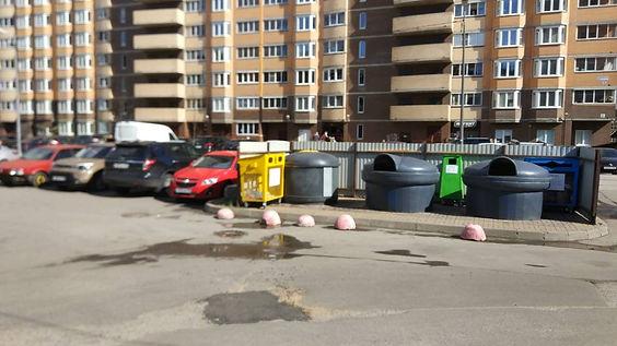 Контейнер для вторсырья и макулатуры расположен по адресу Кушелевская дорога, 5к2 в Калининском районе Санкт-Петербурга