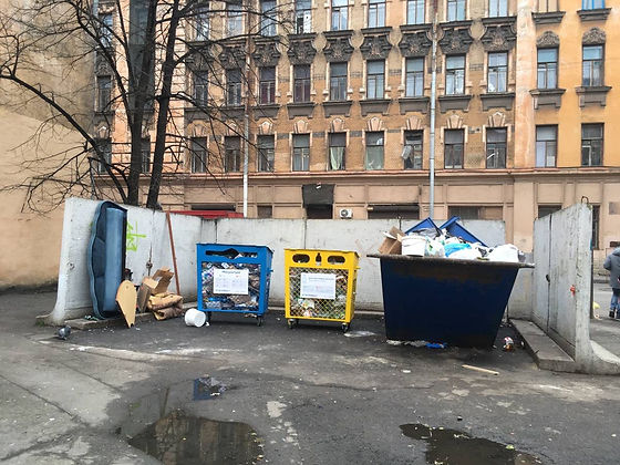 Контейнер для вторсырья и макулатуры расположен по адресу улица Яблочкова, 2/10 в Петроградском районе Санкт-Петербурга