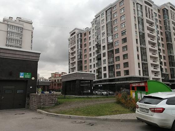 Контейнер для вторсырья и макулатуры расположен по адресу Варшавская улица, 6к2 в Московском районе Санкт-Петербурга