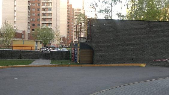 Контейнер для вторсырья и макулатуры расположен по адресу Серебристый бульвар, 17к1 в Приморском районе Санкт-Петербурга
