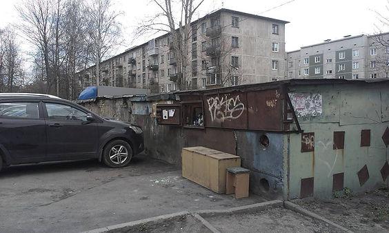 Пункт приема вторсырья и макулатуры расположен по адресу: Замшина улица, 19 в Калининском районе Санкт-Петербурга.