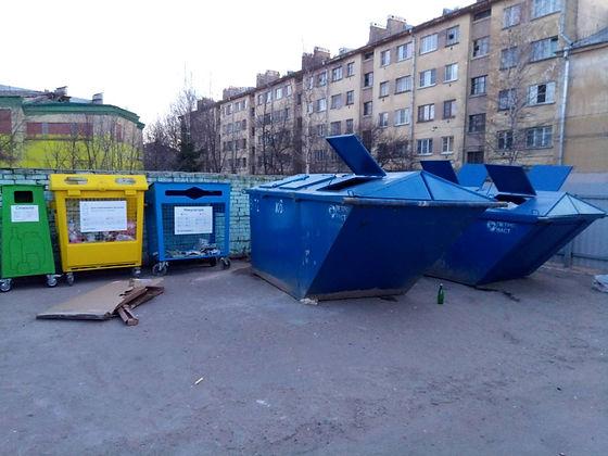 Контейнеры для вторсырья и макулатуры расположены по адресу: Лесной проспект, 37к1 в Выборгском районе Санкт-Петербурга.