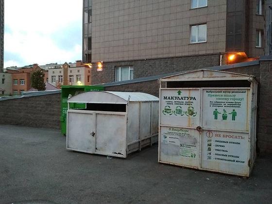 Контейнер для вторсырья и макулатуры расположен по адресу Загребский бульвар, 9 во Фрунзенском районе Санкт-Петербурга.
