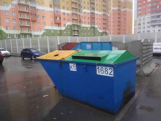 Контейнер для вторсырья и макулатуры расположен по адресу проспект Маршака, 16к3 в Красногвардейском районе Санкт-Петербурга
