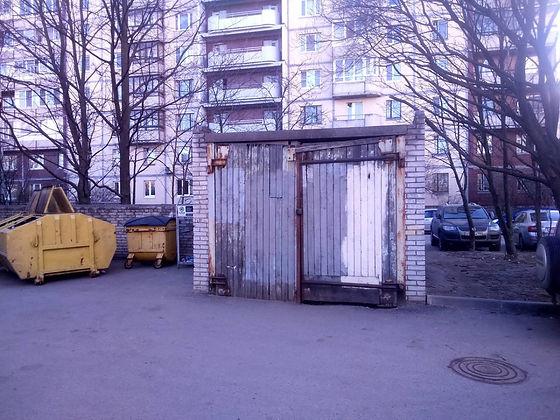 Контейнер для вторсырья и макулатуры расположен по адресу Ольховая улица, 14к2 в Приморском районе Санкт-Петербурга