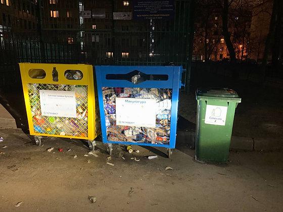 Контейнер для вторсырья и макулатуры расположен по адресу Каменноостровский проспект, 64Д/2 в Петроградском районе Санкт-Петербурга