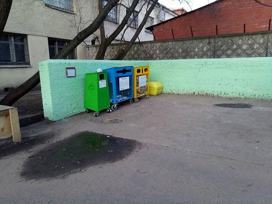 Контейнеры для вторсырья и макулатуры расположены по адресу: Лесной проспект, 37к5 в Выборгском районе Санкт-Петербурга.
