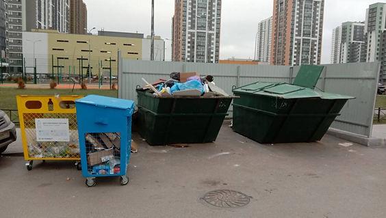 Контейнер для вторсырья и макулатуры расположен по адресу улица Лидии Зверевой, 3к1 в Приморском районе Санкт-Петербурга