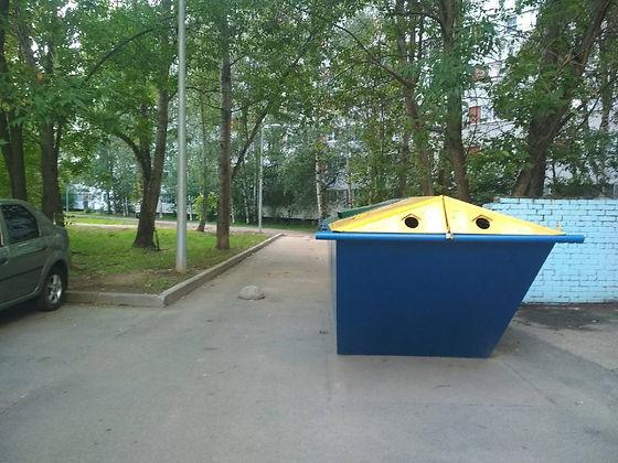 Контейнер для вторсырья и макулатуры расположен по адресу: Придорожная аллея, 5 в Выборгском районе Санкт-Петербурга.