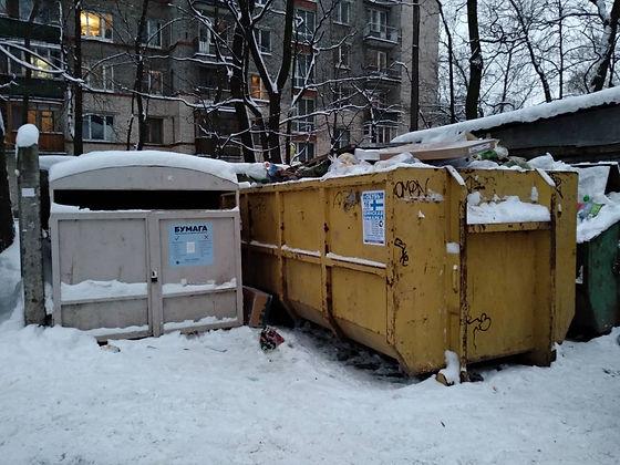 Контейнер для макулатуры расположен по адресу: улица Карбышева, 10 в Выборгском районе Санкт-Петербурга.