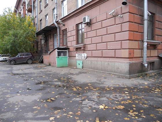 Пункт приема вторичного сырья и макулатуры расположен по адресу: Вёсельная улица, 9 в Василеостровском районе Санкт-Петербурга.