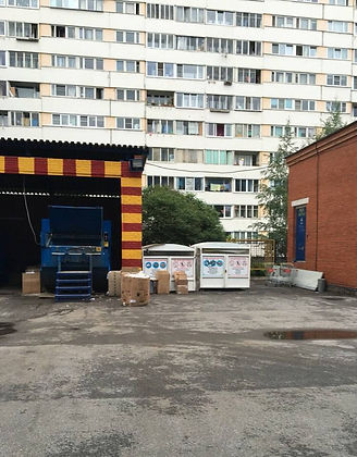 Контейнер для макулатуры расположен по адресу проспект Стачек, 99 в Кировском районе Санкт-Петербурга