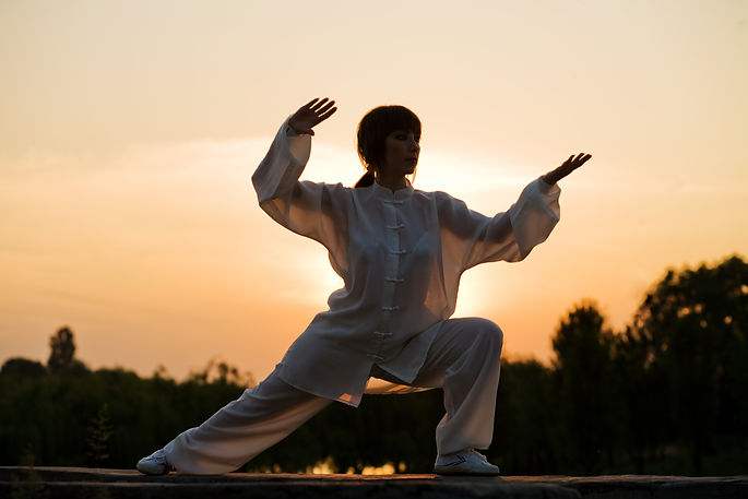 woman in white suit make's taiji chuan e