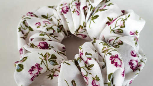 Brooksies - Scrunchie White Floral