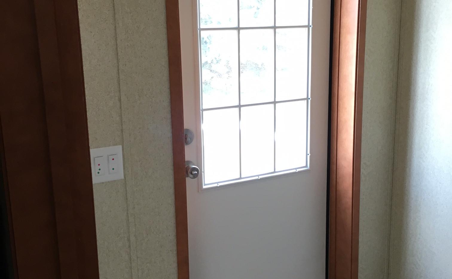 Manufactured home standard door.JPG