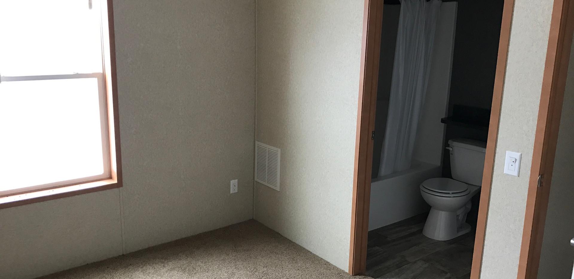 Master Bed - 14x70.JPG