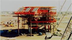 Off-grid wellhead platform