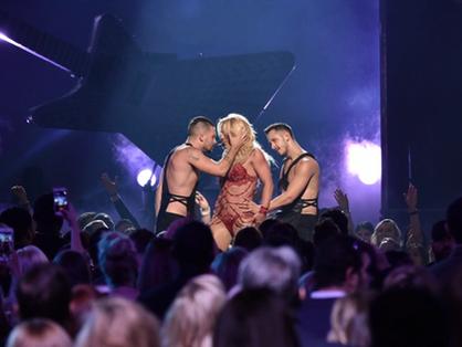 Csak egy céda van… az igazi… Britney