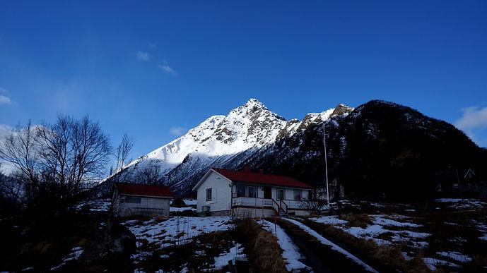 Møt Størna. Dette er fjellet hvor jeg hadde min første epic, midt i facet. Heldigvis hadde jeg gleden av å dele opplevelsen med Synne, Erlend og Øystein. Vi følte at vi måtte kjøre og hilse på når vi var i området.