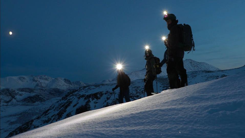 Ikke noe problem med korte dager med lys i fjellet når man kan bruke hodelykt