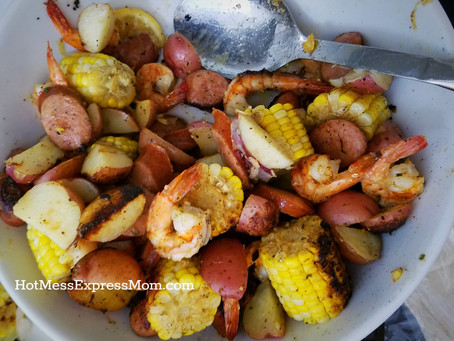 "Easy Grilled ""Shrimp Boil"" Foil Packets"