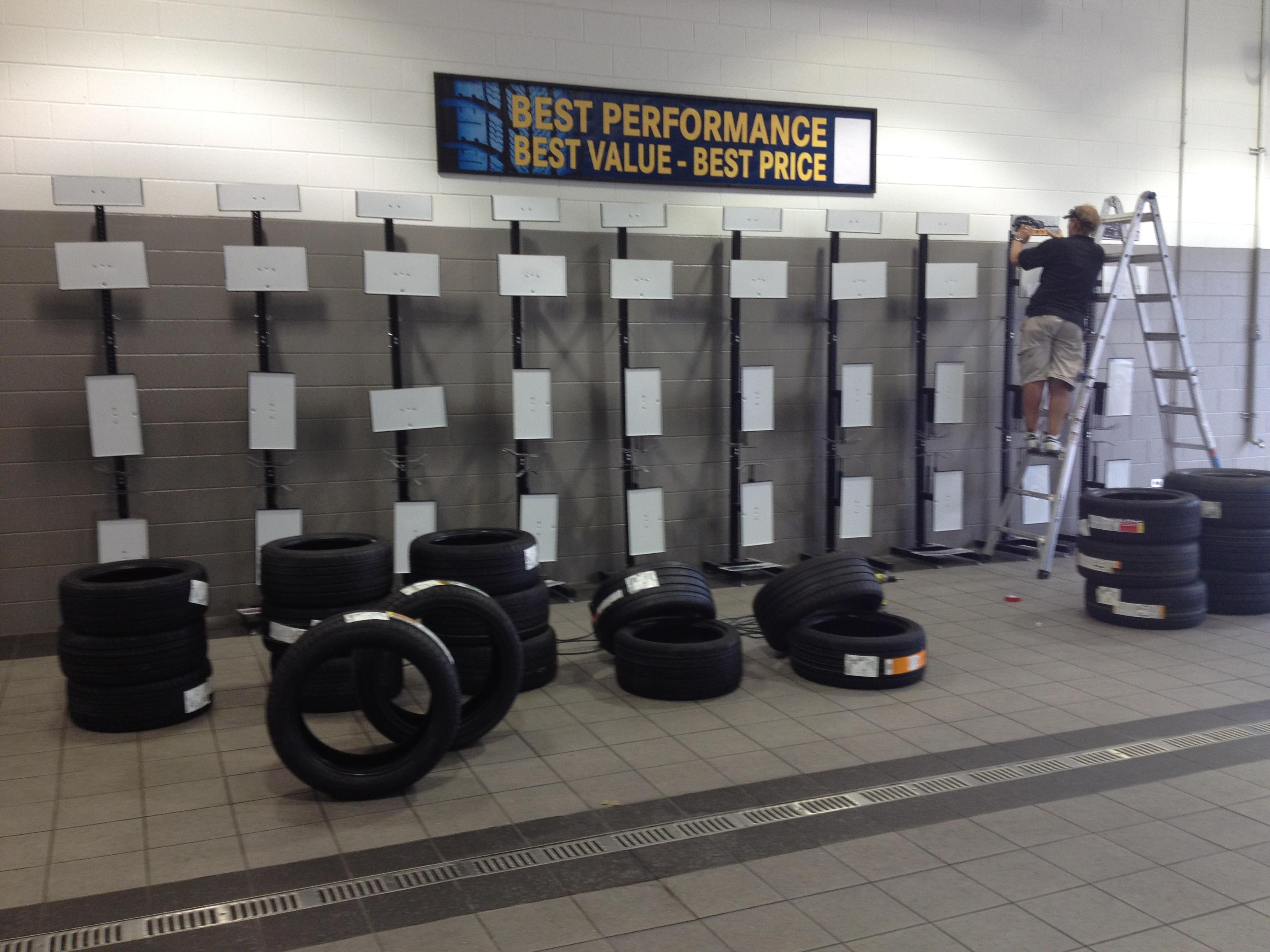 setting   large tire display