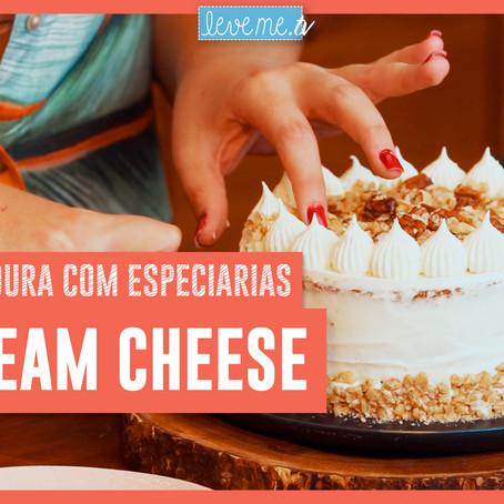 Bolo de Cenoura com especiarias e cream cheese