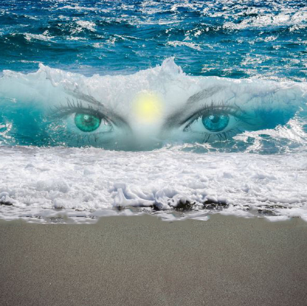 yeux dans la mer avec lumière au milieu