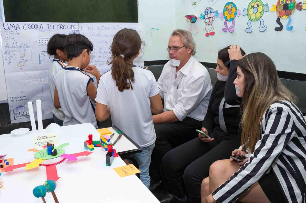 Brasilian elementary students give feedback to Brasilian novice designers