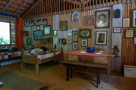 Espaço artístico, onde há oficina de arte e são produzidas peças de artesanato com materiais recicláveis na Pousada Bei Cantoni
