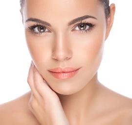 foto dorosto de uma mulher para ilustrar o atendimento em dermatologia e tratamentos estéticos