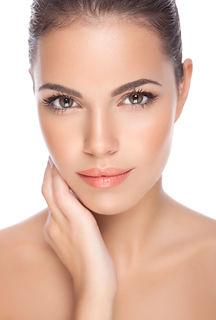 imagem ilustrativa do rosto de uma mulher associada aos tratamentos de dermatologia e cosmiatria